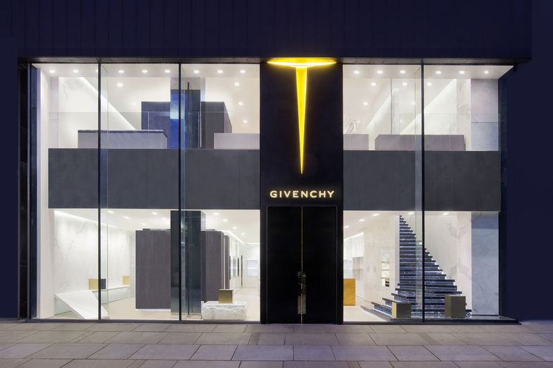 GIVENCHY SANLITUN - WOMEN/MEN - Beijing
