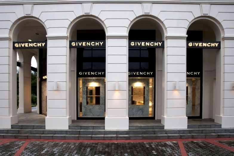 GIVENCHY TUMON SANDS PLAZA - WOMEN - GUAM