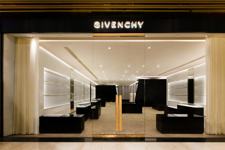 GIVENCHY BREEZE XIN YI - WOMEN/MEN - Taipei